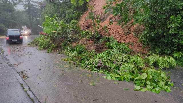 Em uma semana foram mais de ocorreram cerca de 200 deslizamentos em Blumenau - foto da Defesa Civil