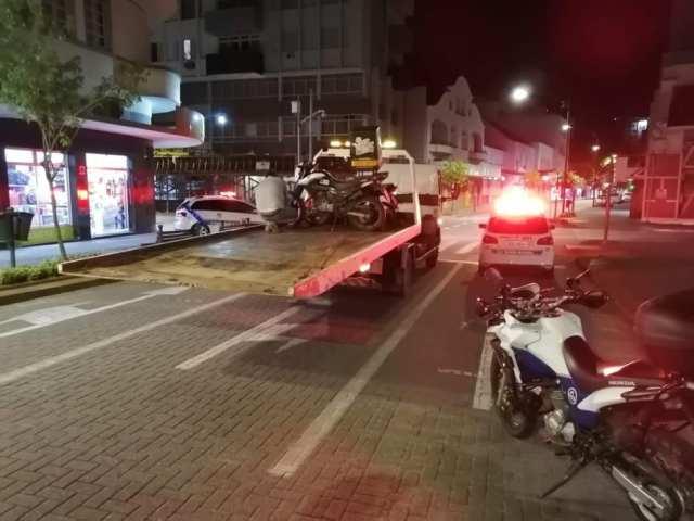 Motocicletas com escapamento alterado - foto da Guarda de Trânsito