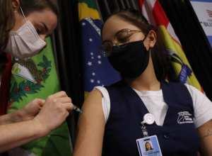 Vacinação contra Covid-19 em Blumenau - foto de Marcelo Martins