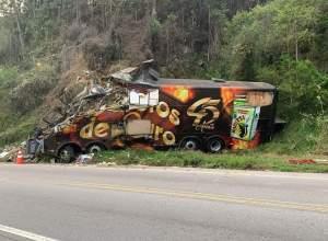 Ônibus da banda Garotos de Ouro após acidente