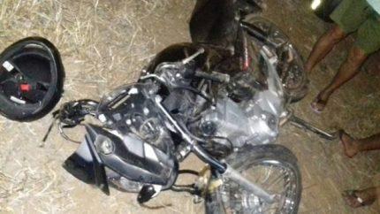 Resultado de imagem para moto caida na BR-232