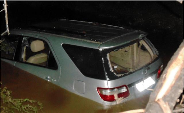 Resultado de imagem para Carro afunda e mulher morre em Recife