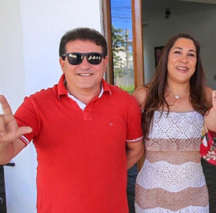 Resultado de imagem para foto de Luciano Duque e Karina Rodrigues e família