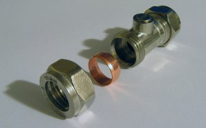 1920px-Compression_fitting_isolating_valve_15mm_screwdriver_turn