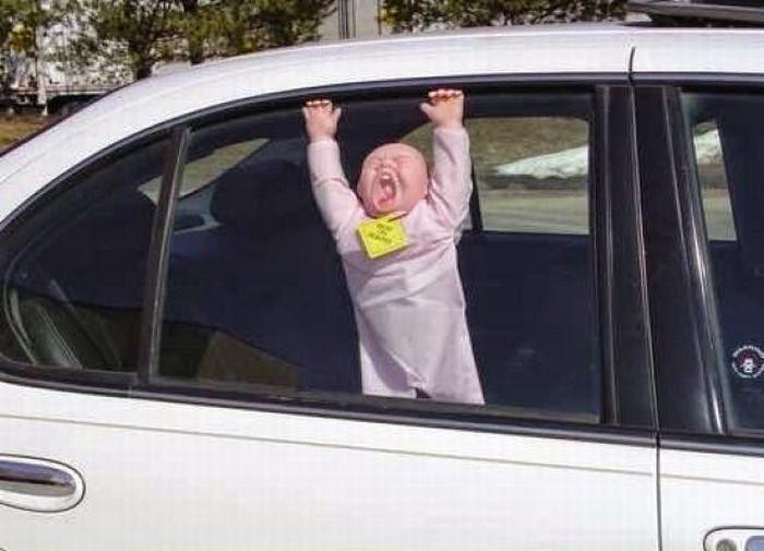 В России могут запретить оставлять детей младше 12 лет в автомобиле без присутствия взрослых