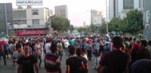 تجمع مردم در کرج