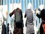 تجمع زنان معترض در خارج از استودیوم ازادی