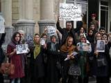 اعتراض خانواده زندانیان سیاسی در مقابل مجلس رژیم