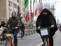 علمالهدی: دوچرخه سواری دختر در دانشگاه،انجا را کانون فساد میکند