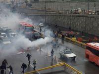 نیویورک تایمز: آتش مسلسل به معترضان پرتاب کننده سنگ پاسخ میدهد