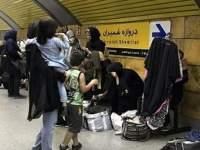 زنان دستفروش مترو: مجبوریم به دل خطر بزنیم