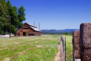 The Island Ranch is surrounded by approximately 7 miles of river frontage: 3 miles on the Fall River and 4 miles on the Tule River.