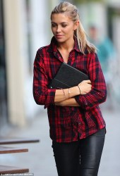 Ways to wear flanel for women (63)