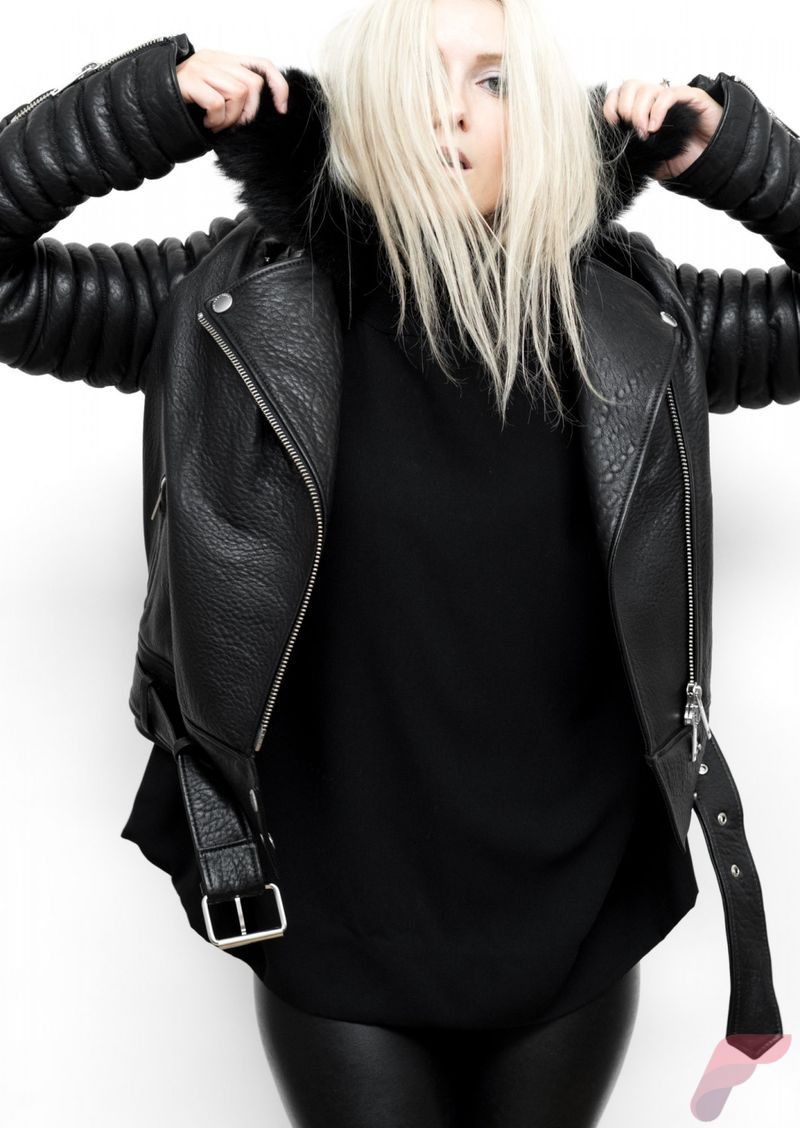 Black leather jacket outfit 27