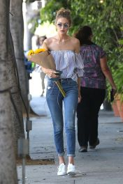 Gigi hadid sneakers outfit on the street 25