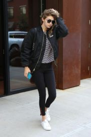 Gigi hadid sneakers outfit on the street 38