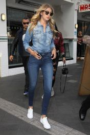 Gigi hadid sneakers outfit on the street 9