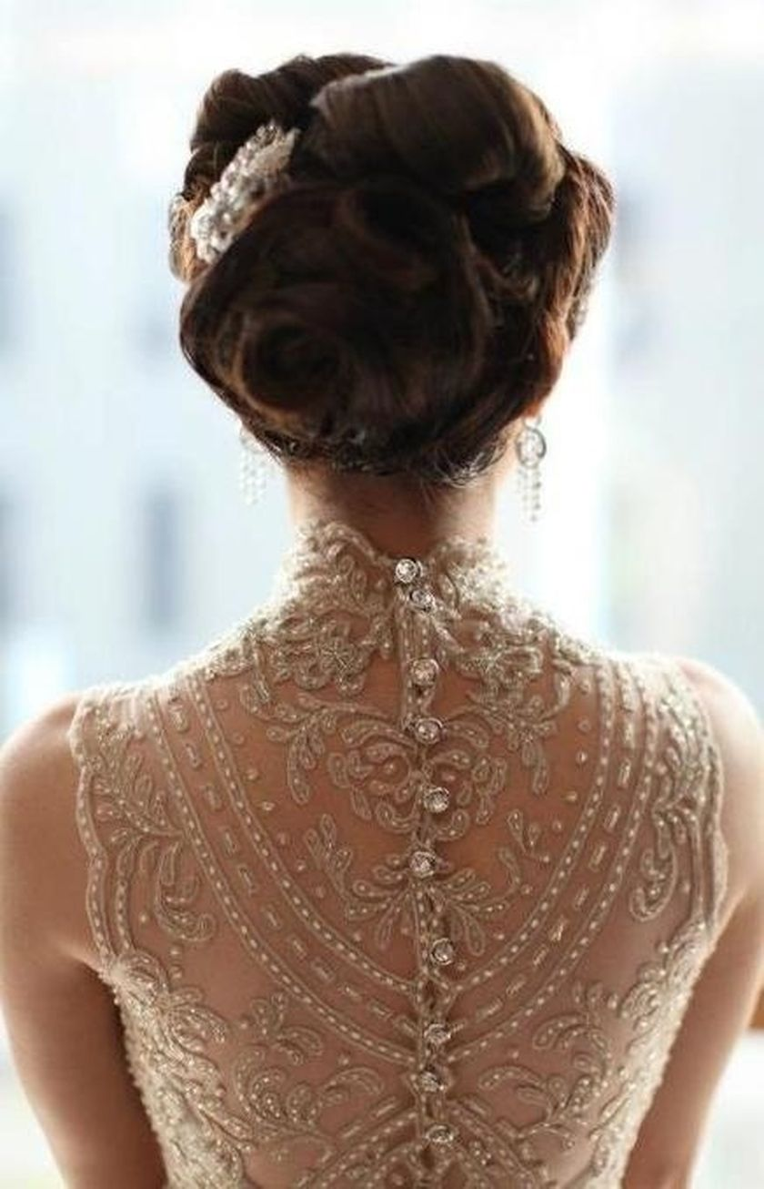 Open back vintage lace wedding dress 19