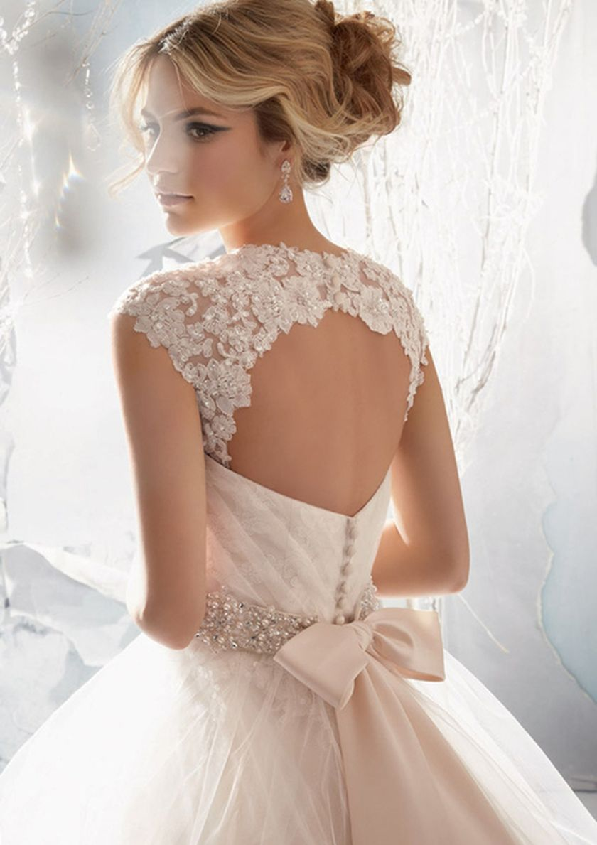Open back vintage lace wedding dress 7