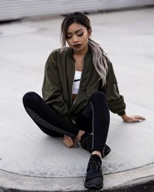 Sporty black leggings outfit and sneakers 43