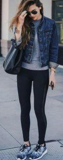 Sporty black leggings outfit and sneakers 56