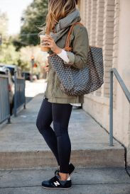 Sporty black leggings outfit and sneakers 83