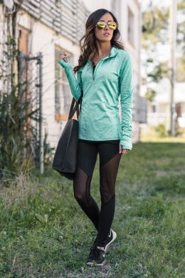 Sporty black leggings outfit and sneakers 94