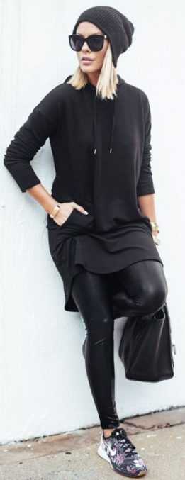 Sporty black leggings outfit and sneakers 99