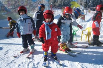 Adorable skiing outfit for your lovely kids 29
