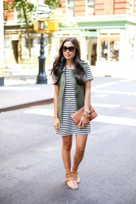 Casual black white striped midi dress outfit 22