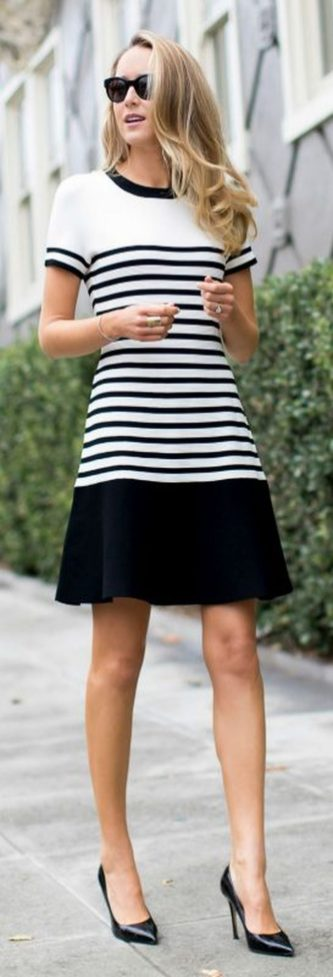 Casual black white striped midi dress outfit 29