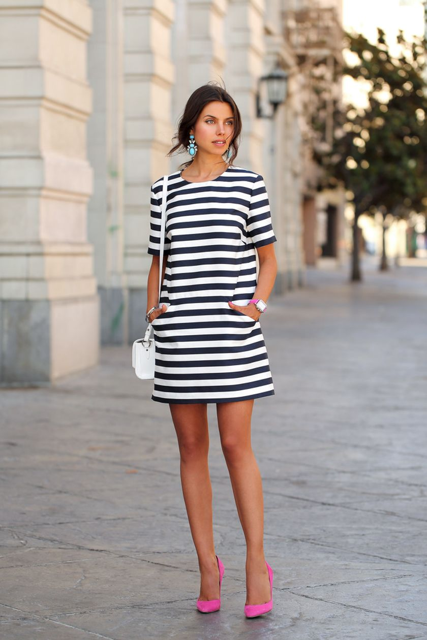 Casual black white striped midi dress outfit 51