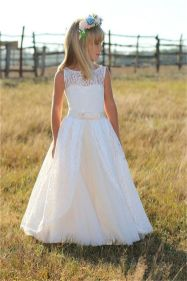 Gorgeous flower girl lace dresses ideas 24