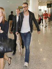 Ryan reynolds casual outfit style 19