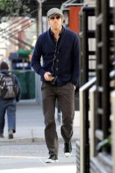 Ryan reynolds casual outfit style 34