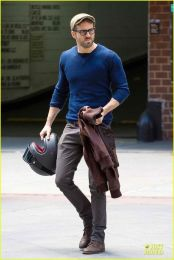 Ryan reynolds casual outfit style 5