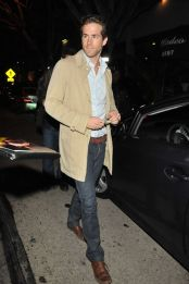 Ryan reynolds casual outfit style 6