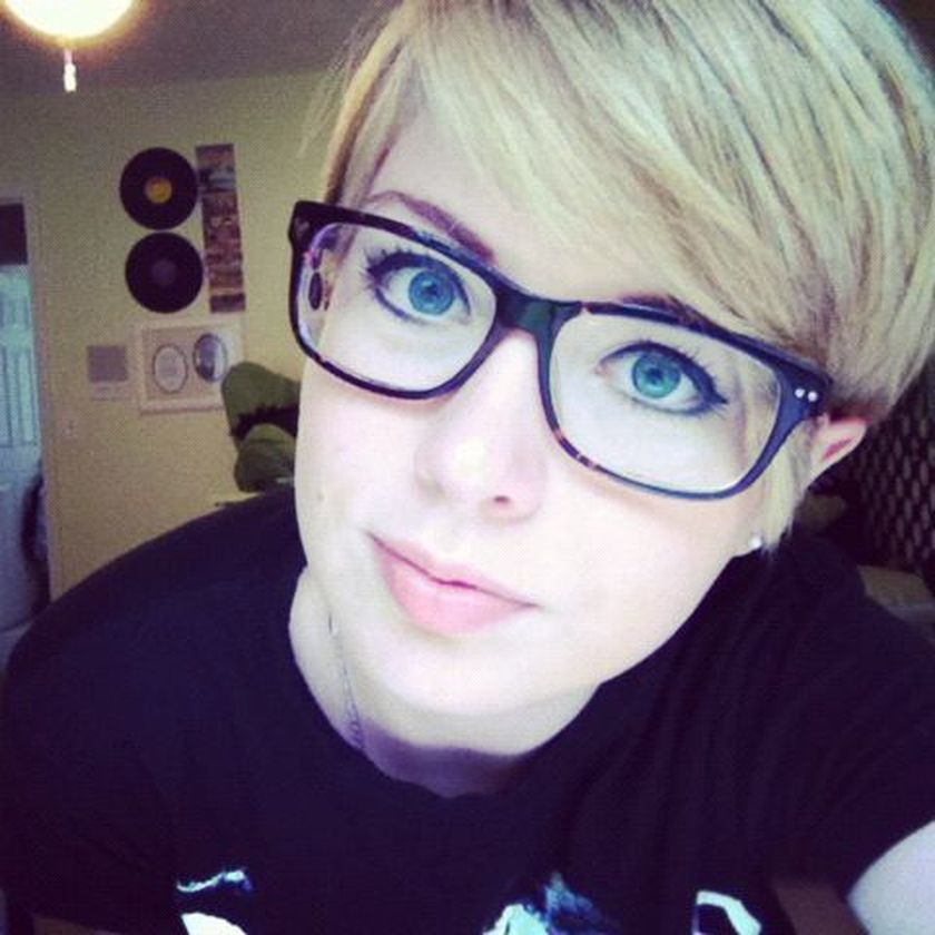 Short hair pixie cut hairstyle with glasses ideas 14