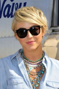Short hair pixie cut hairstyle with glasses ideas 2