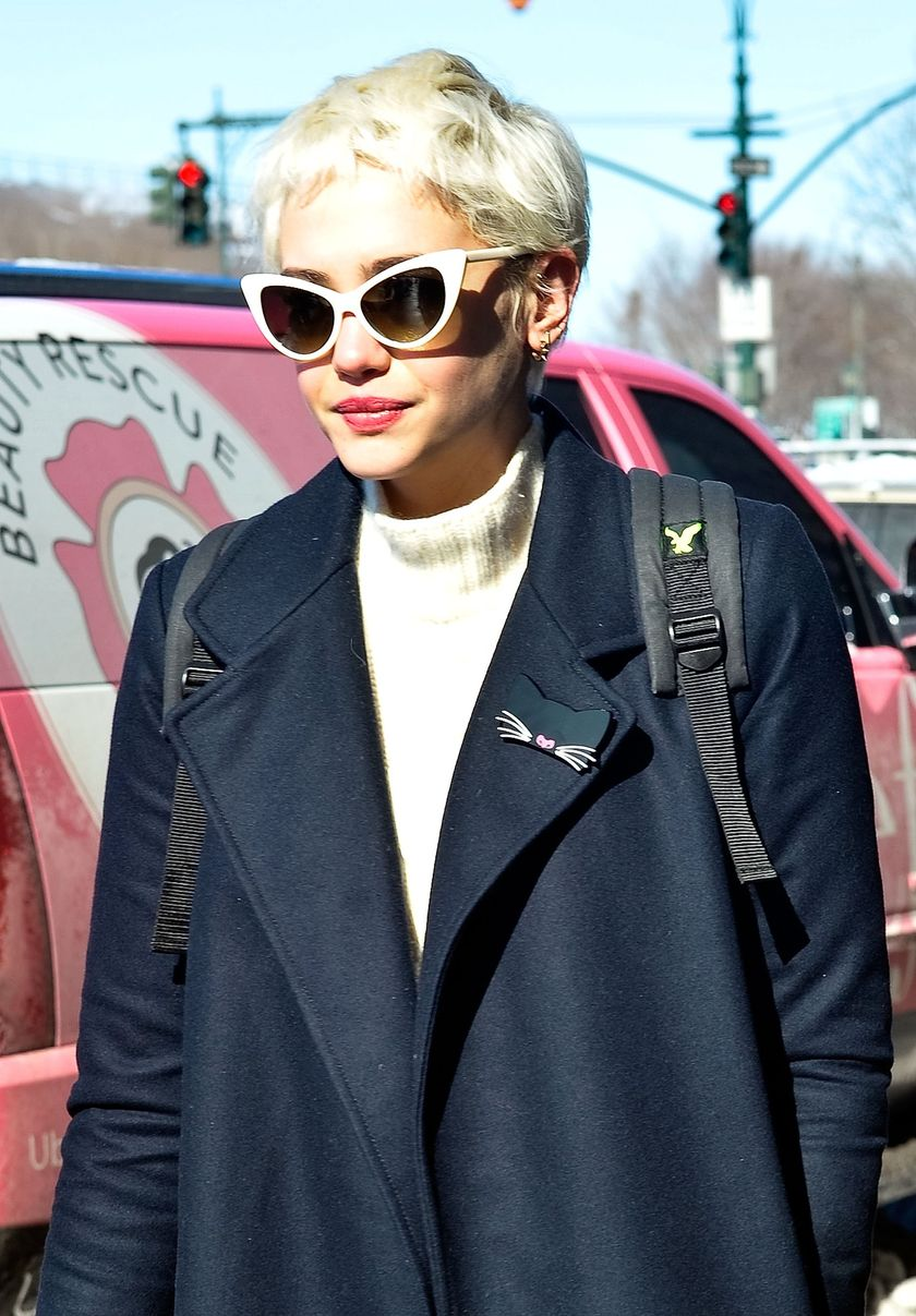 Short hair pixie cut hairstyle with glasses ideas 31