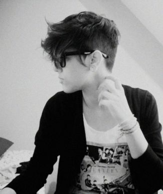 Short hair pixie cut hairstyle with glasses ideas 4