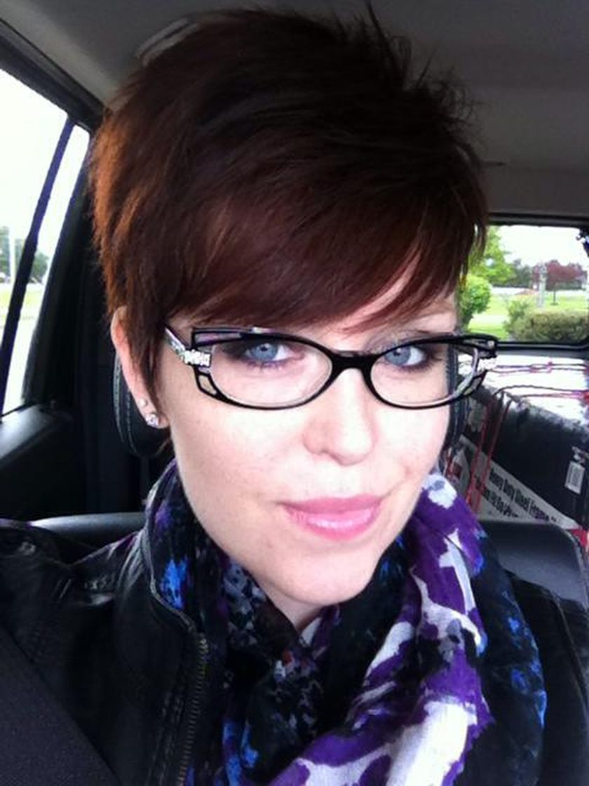 Short hair pixie cut hairstyle with glasses ideas 44
