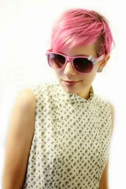 Short hair pixie cut hairstyle with glasses ideas 47