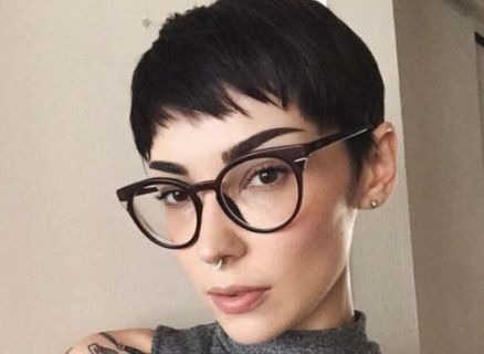 Short hair pixie cut hairstyle with glasses ideas 72