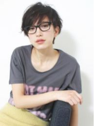Short hair pixie cut hairstyle with glasses ideas 77