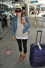 Summer airplane outfits travel style 48