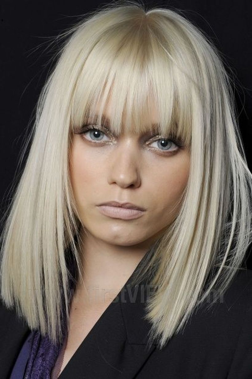 Awesome full fringe hairstyle ideas for medium hair 12