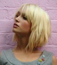 Awesome full fringe hairstyle ideas for medium hair 46