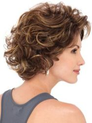 Beautiful curly layered haircut style ideas 32