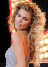 Beautiful curly layered haircut style ideas 63